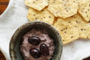 豆乳ヨーグルトで作るブラックオリーブのクリーミーディップ|レシピ